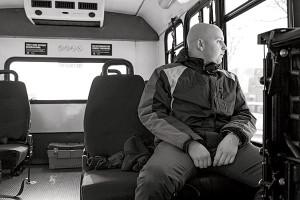 Джош Стерн (Josh Stern), 24-летний молодой человек с аутизмом, едет в социальном автобусе на работу в район North Shore bank